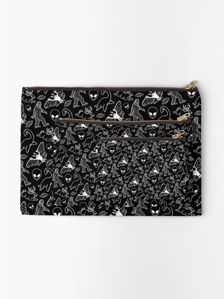 Alternative Ansicht von Cryptid-Muster (schwarzer Hintergrund) Täschchen