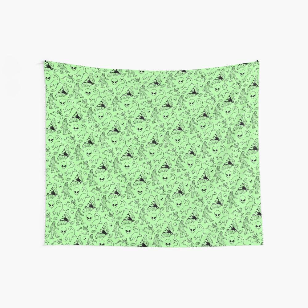Cryptid-Muster (grüner Hintergrund) Wandbehang