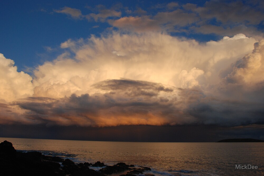Rising storm cloud by MickDee