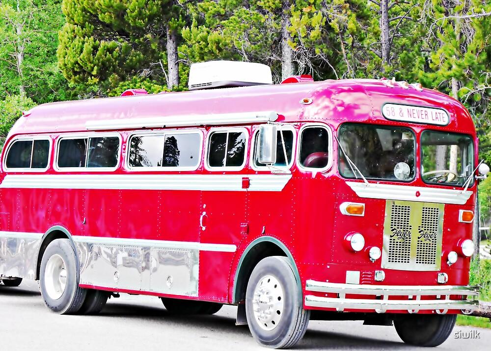 Vintage Bus by siwilk