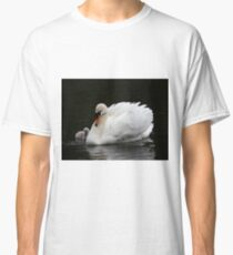 Mute Swan with Cygnet Classic T-Shirt