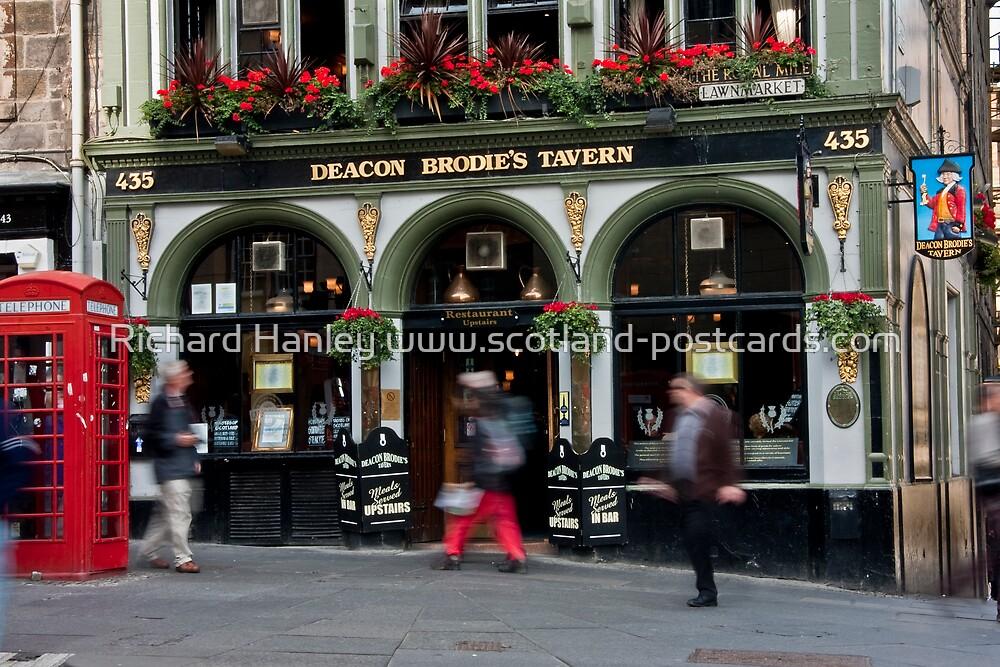 Deacon Brodies Tavern (Edinburgh) by Richard Hanley www.scotland-postcards.com
