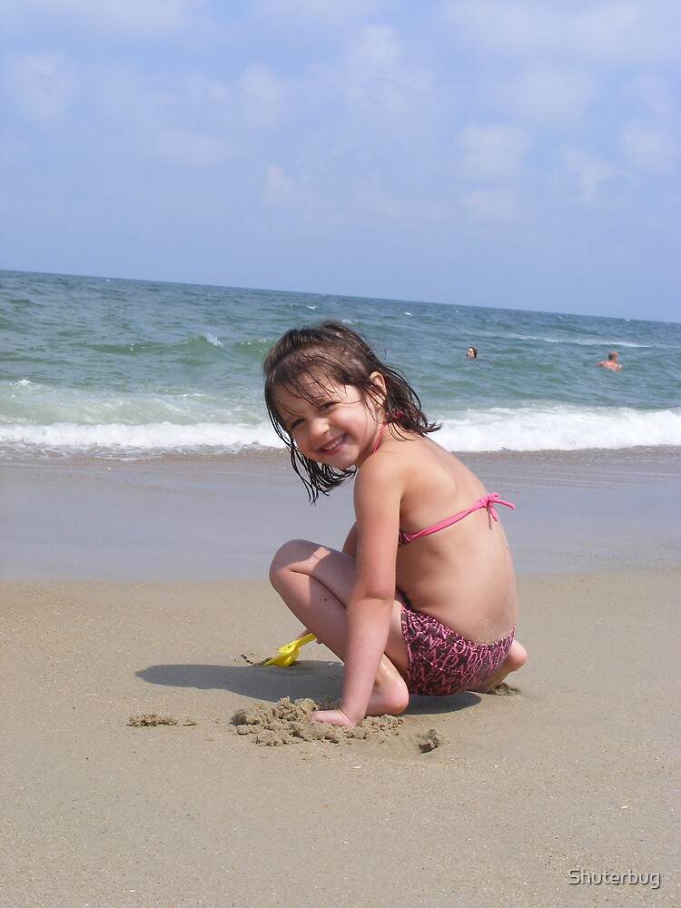 Beach babe by Shuterbug