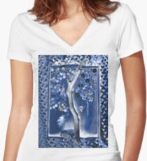 Button Tree Women's Fitted V-Neck T-Shirt