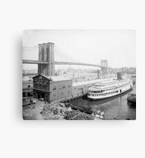 Lienzo Puente de Brooklyn y muelles, 1905. Foto de época