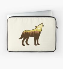Wolf Howling in the Wilderness Laptop Sleeve