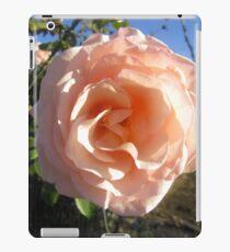 Hübsch in rosa blühenden Blumen iPad-Hülle & Klebefolie