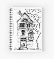 Haus im Wald mit Katze Spiralblock