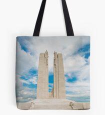 Le dos est devant * Der Erlös aus diesem Kunstwerk geht an die Poppy Trust Funds Tote Bag