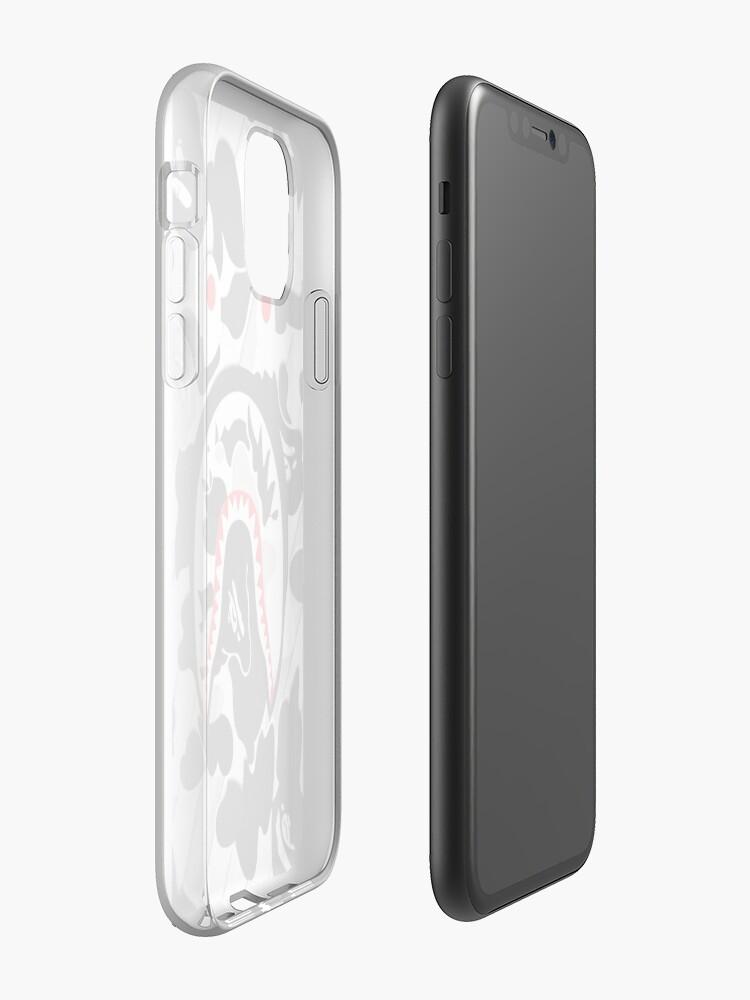 Coque iPhone «Collage de requin bape blanc cassé», par ElviraHeenan