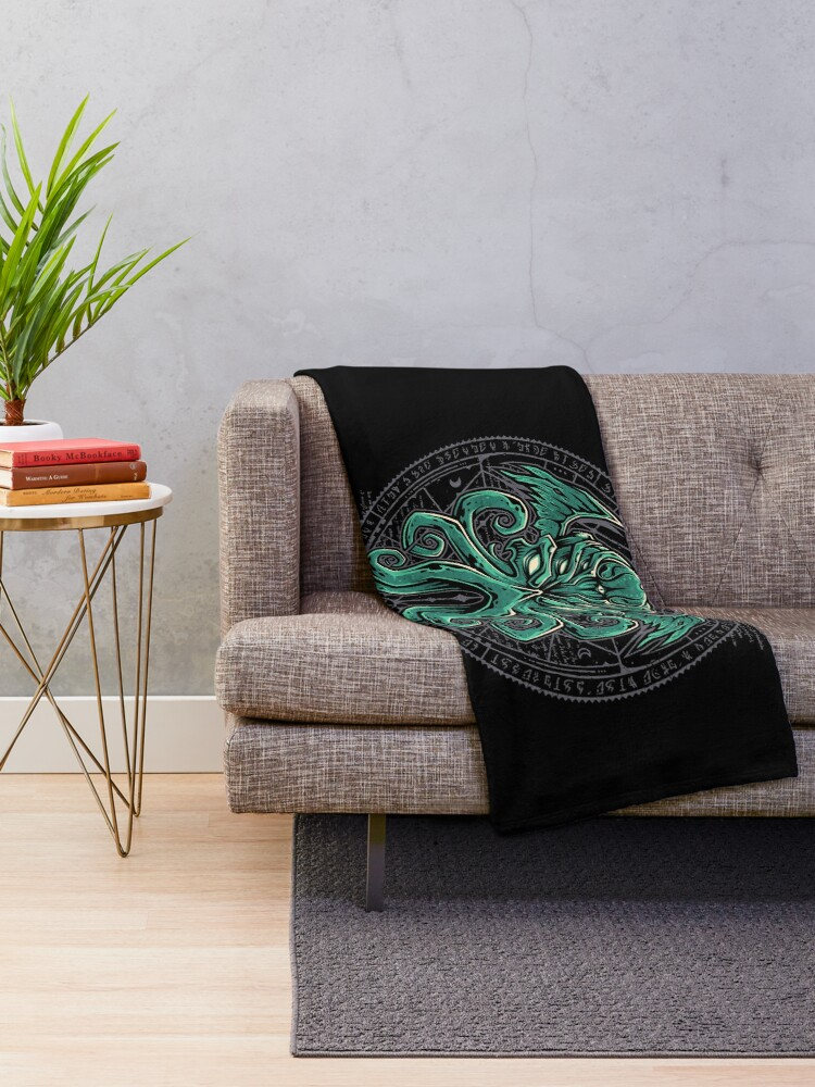 Alternate view of Great Cthulhu Throw Blanket