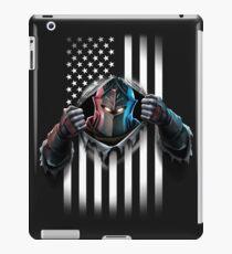 Schwarze Ritter-amerikanische Flagge iPad-Hülle & Skin
