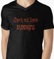 Halloween Kürbis Check out diese Kürbisse lustige Slutty Kostüm Tshirt T-Shirt mit V-Ausschnitt für Männer