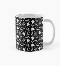 Spooky Halloween pattern Classic Mug