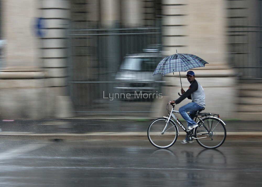 Cycling Italian Style by Lynne Morris