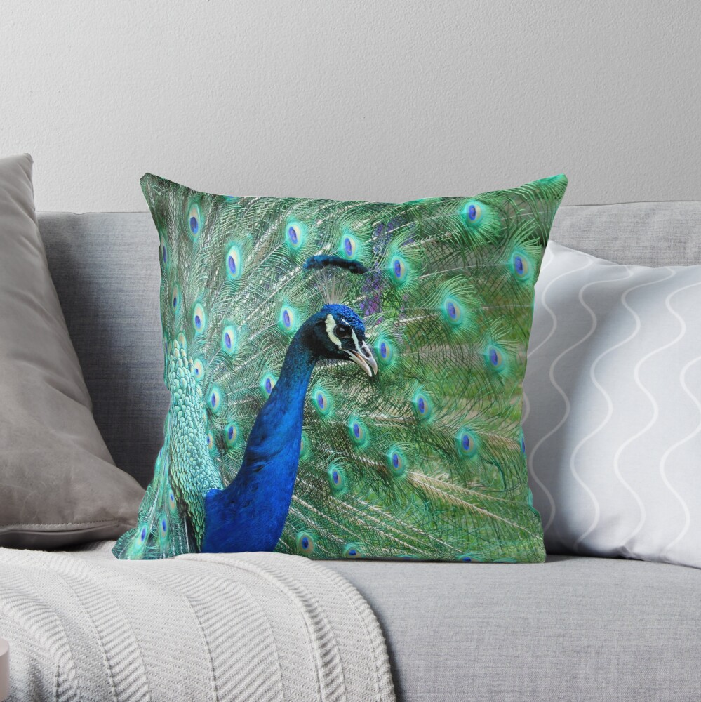 Peacock in bloom Throw Pillow