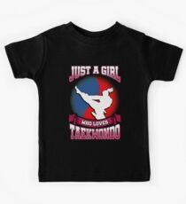 Nur ein Mädchen, das Taekwondo liebt Kinder T-Shirt