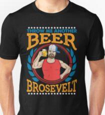 Werfen Sie mir ein anderes Bier Brosevelt am 4. Juli Partei-Bier-Liebhaber Slim Fit T-Shirt