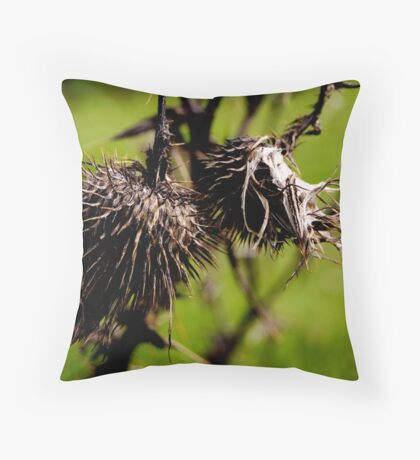 wild straw berries Throw Pillow