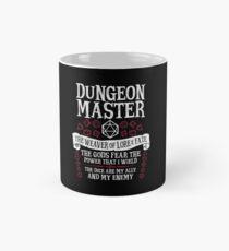 Dungeon Master, Der Weber der Erkenntnis & des Schicksals - Dungeons & Dragons (White Text) Tasse (Standard)