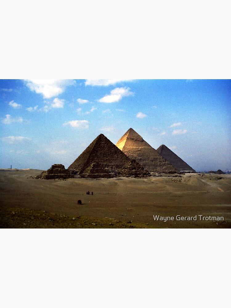 Giza Necropolis  by redmoondragon