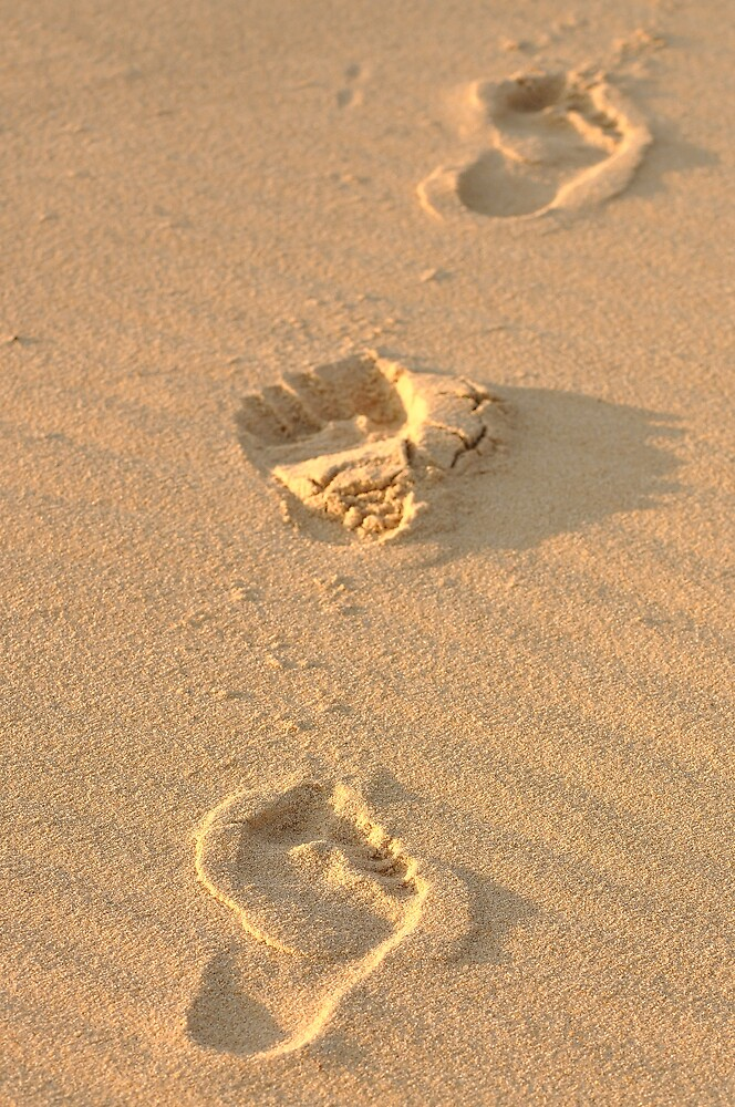 Footprints in the sand by Booba123