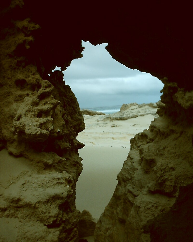 HOLE VIEW by spiderbret