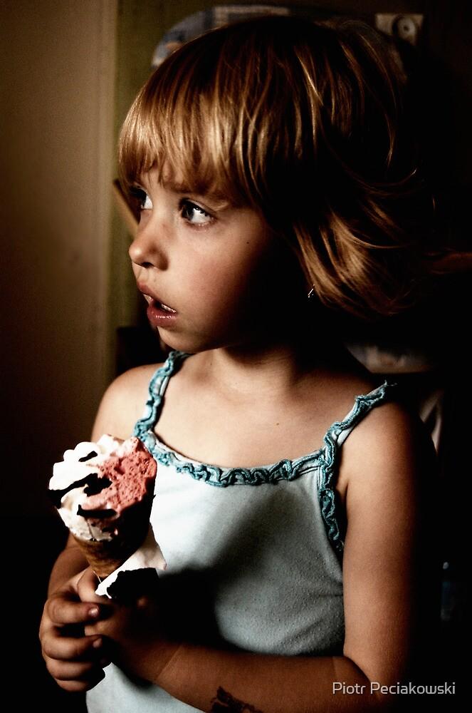 MAła dziewczynka by Piotr Peciakowski