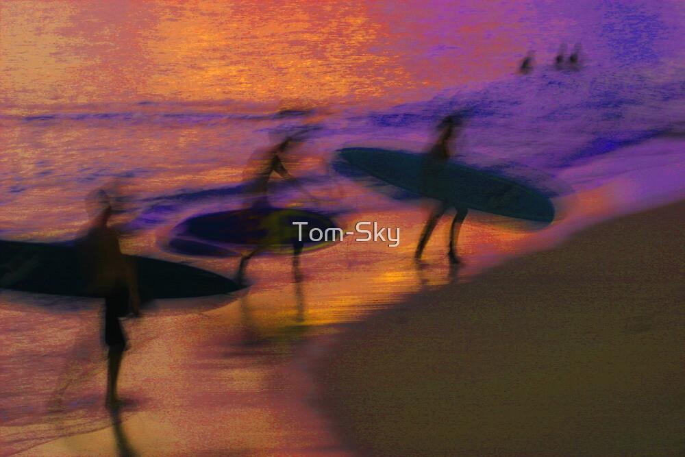 Sunset at Waikiki Beach by Tom-Sky
