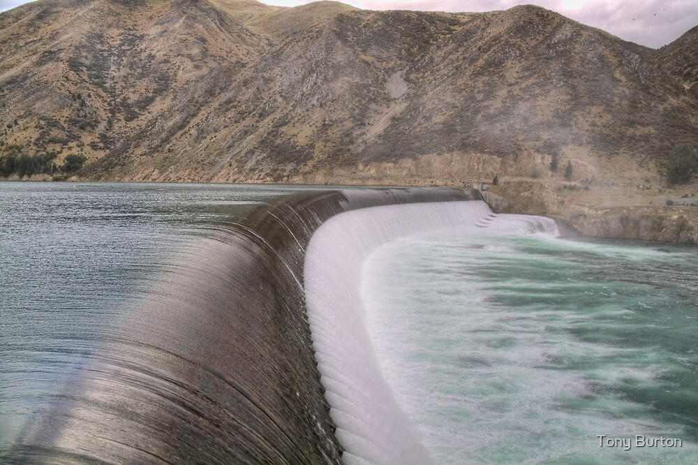 Waitaki Weir by Antony Burton