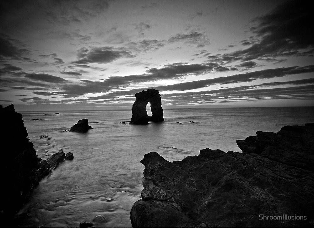 Gaarda Stack Black & White by ShroomIllusions
