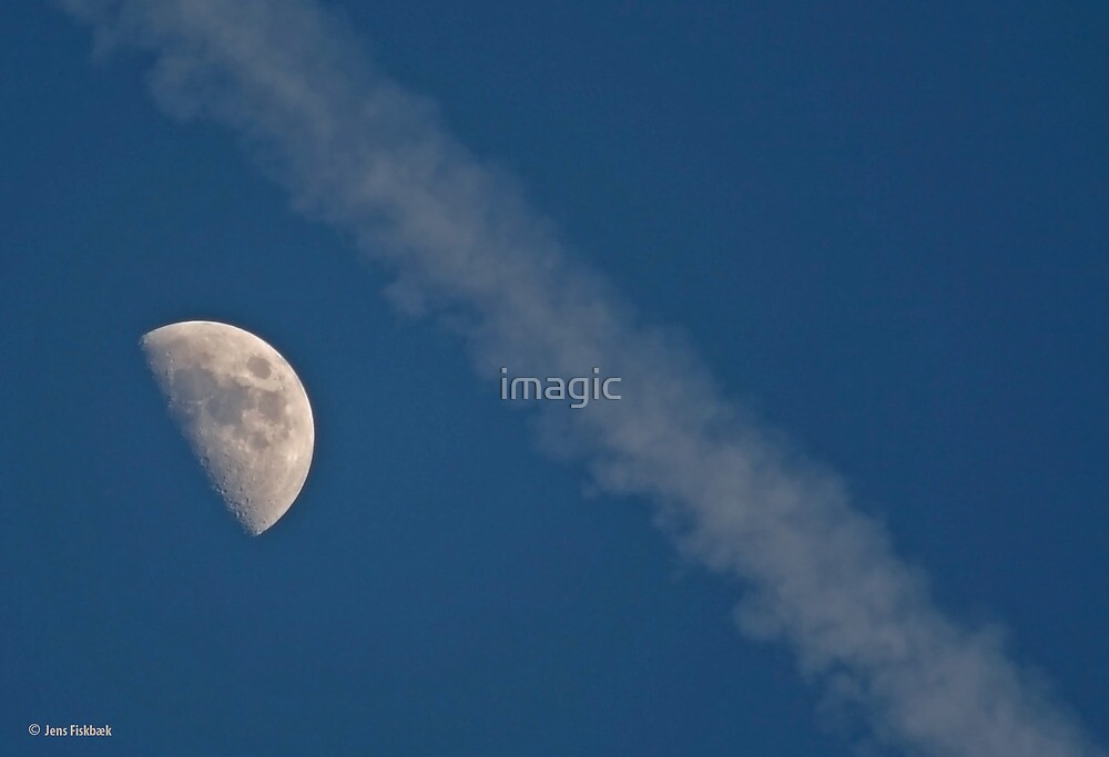 Pass by the moon. by imagic