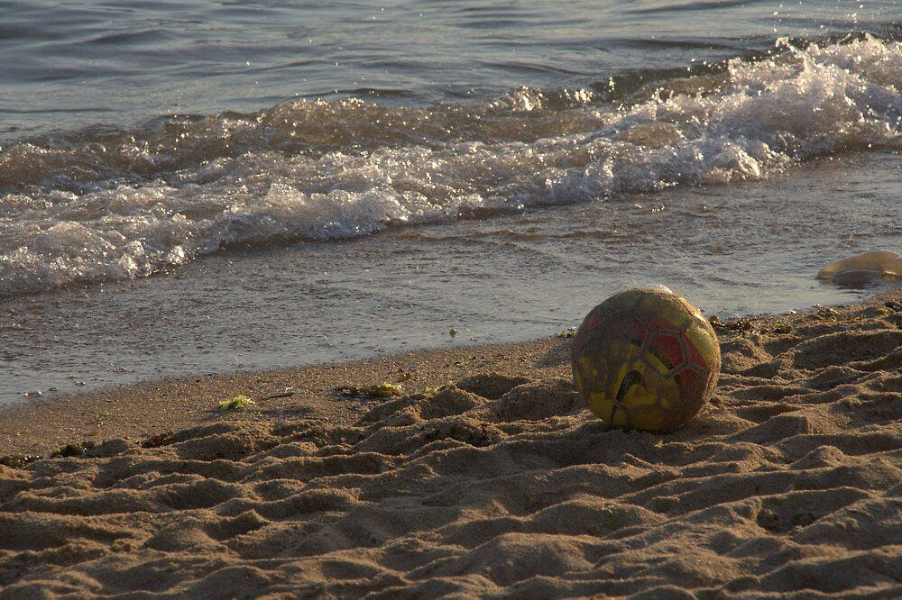 Ball on Williamstown Beach by Taswegian76