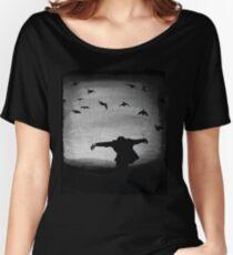 Mann im Flug mit Raben Loose Fit T-Shirt