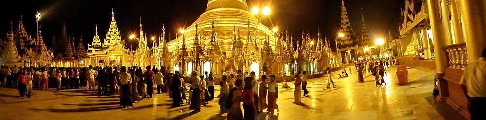 Shwedagon pagoda crowd (Panorama)  by liqwidrok