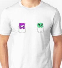 Purple owl and green alien are good friends Unisex T-Shirt