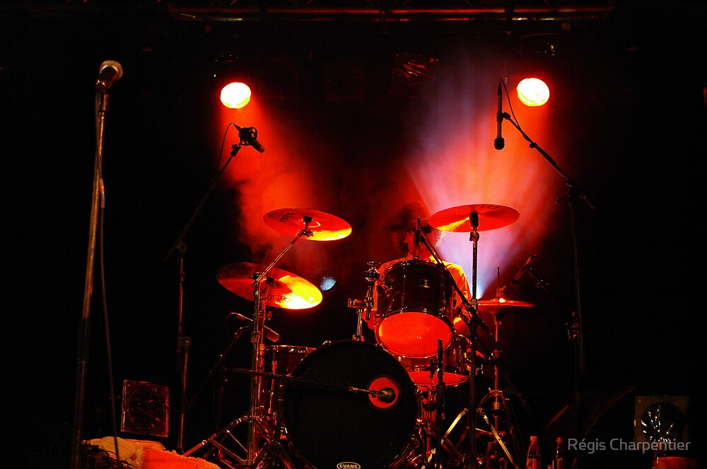 Drummer in red by Régis Charpentier