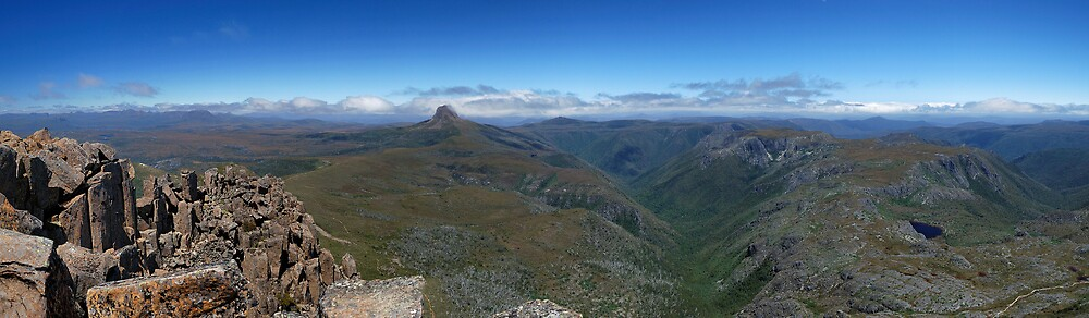 Cradle Mountain Summit Panorama by avernus