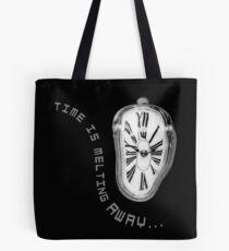 Bolsa de tela Salvador Dali inspiró el reloj de fusión. El tiempo se está derritiendo.
