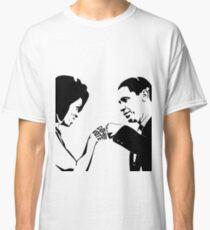 DON'T BOO, VOTE: Obama Fist Bump Classic T-Shirt
