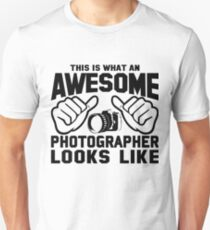 This is What an AWESOME PHOTOGRAPHER Looks Like T-Shirt