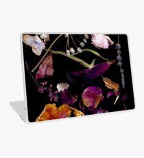 Vampy dunkel gepresste Blumen Laptop Skin