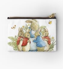 Peter Rabbit mit seiner Familie - Beatrix Potter Studio Clutch