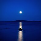 moon reflections on blue by Hogne