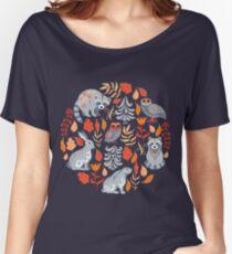 Märchenwald mit Tieren und Vögeln. Waschbären, Eulen, Hasen und kleine Küken. Loose Fit T-Shirt