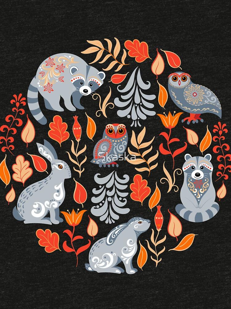 Märchenwald mit Tieren und Vögeln. Waschbären, Eulen, Hasen und kleine Küken. von Skaska
