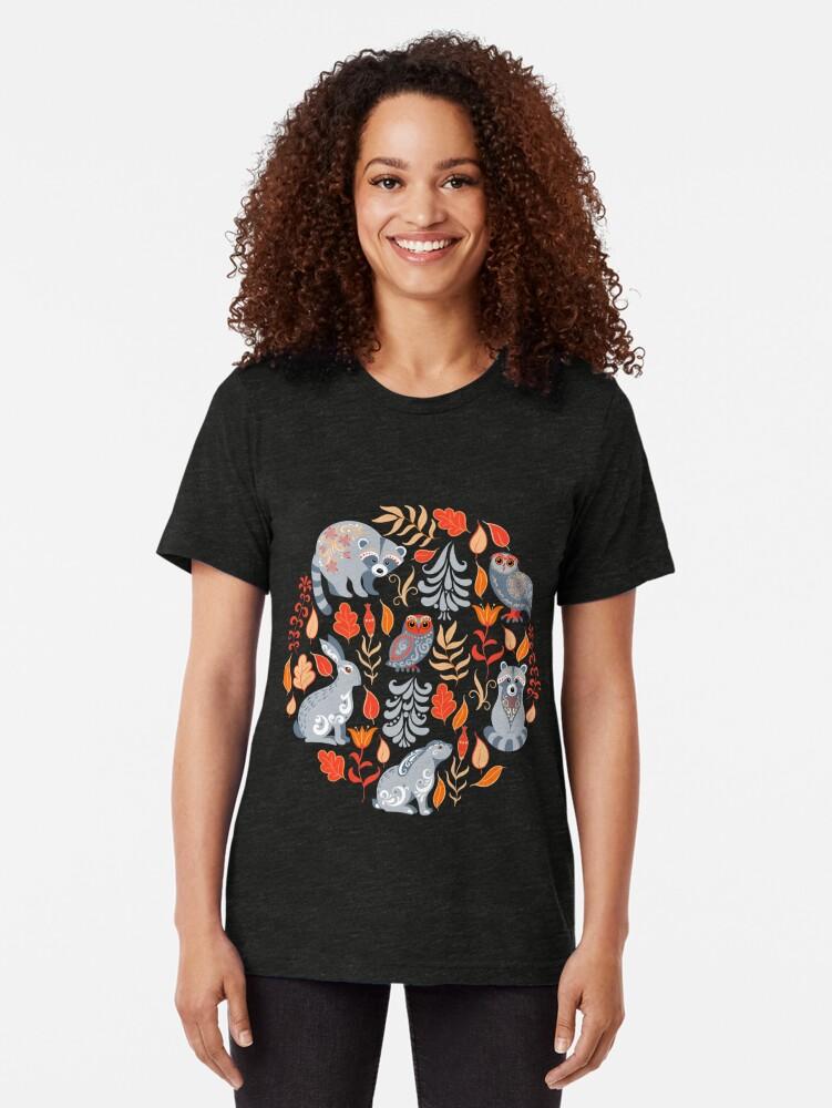 Alternative Ansicht von Märchenwald mit Tieren und Vögeln. Waschbären, Eulen, Hasen und kleine Küken. Vintage T-Shirt