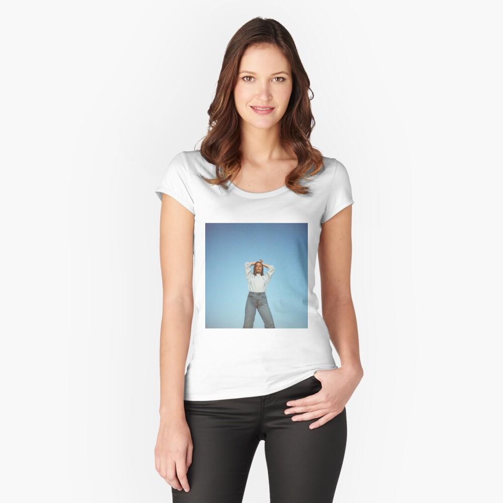 Maggie Rogers Tailliertes Rundhals-Shirt