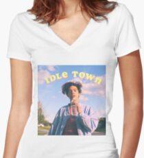 conan graue müßige Stadt Tailliertes T-Shirt mit V-Ausschnitt