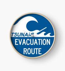 Panneau d'autoroute de la voie d'évacuation du tsunami Horloge